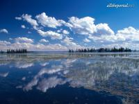 alltheportal-net_yellowstone-lake-yellowstone-national-park-wyo.jpg